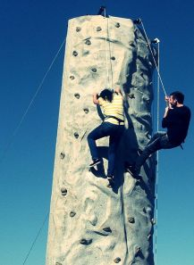 512px-Two_people_rock_climbing