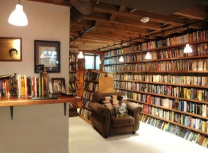Neil Gaiman's Library (http://ebookfriendly.tumblr.com/image/43517680948)
