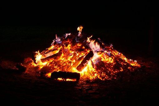 campfire-2438430__340